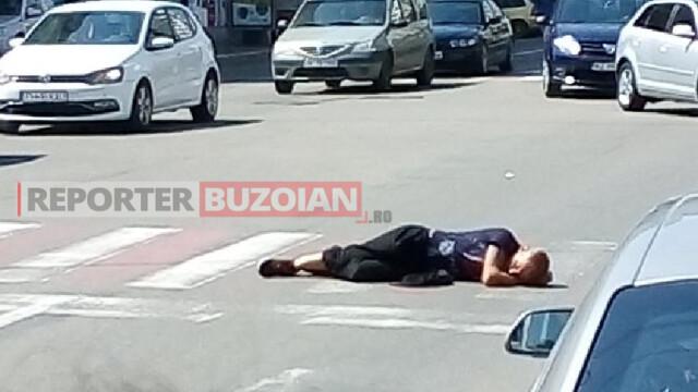 Un bărbat din Buzău a adormit, în plină zi, pe trecerea de pietoni. FOTO