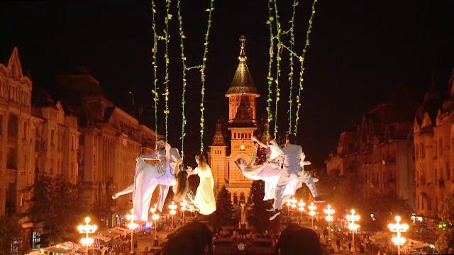 Festivalul de teatru de la Timișoara a debutat cu un spectacol de acrobații: \