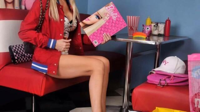 A cheltuit 35.000£ pentru a semăna cu o păpușă Barbie. Cum arăta în trecut - Imaginea 29