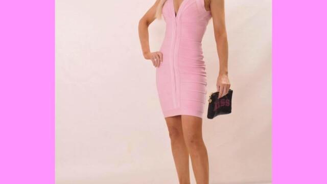 A cheltuit 35.000£ pentru a semăna cu o păpușă Barbie. Cum arăta în trecut - Imaginea 27
