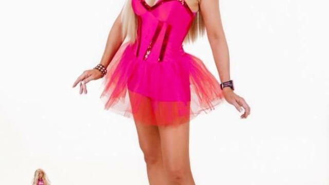 A cheltuit 35.000£ pentru a semăna cu o păpușă Barbie. Cum arăta în trecut - Imaginea 7