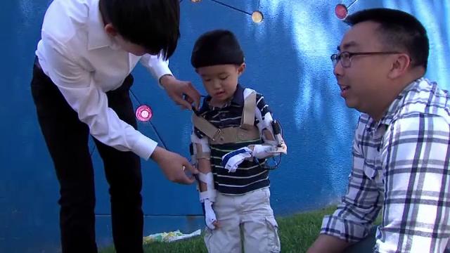 O nouă șansă la fericire pentru un băiețel de 5 ani, cu brațele paralizate. Reacția tatălui
