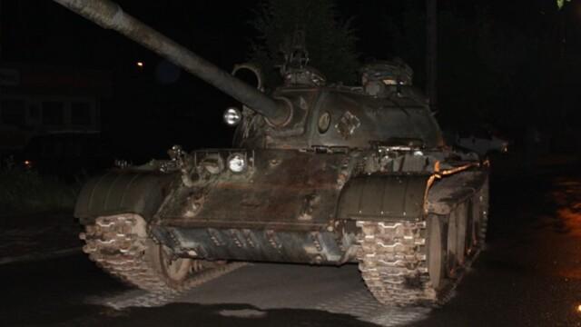 Un șofer băut a ieșit cu tancul de 36 de tone, pe stradă, într-un oraș din Polonia