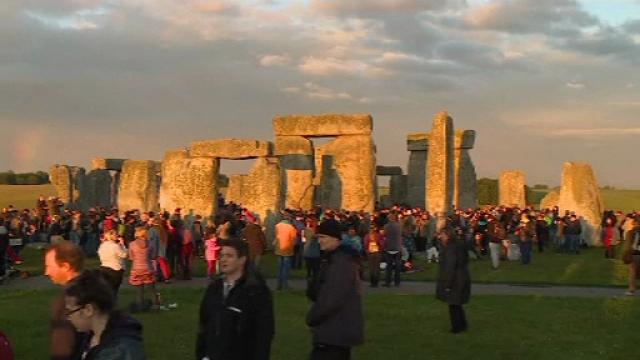 Ce s-a întâmplat la Stonehenge în timpul solstițiului de vară. Imaginile, LIVE în toată lumea