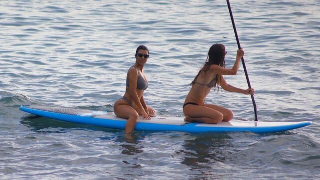 Cum a fost surprinsă Kim Kardashian pe plaja din Costa Rica - 1