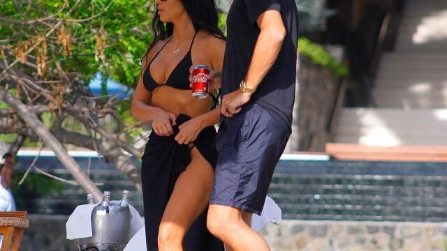 Cum a fost surprinsă Kim Kardashian pe plaja din Costa Rica - 2