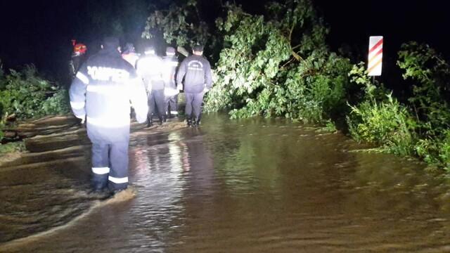 Bilanț după furtunile care au măturat România. 48 de oameni salvați din ape - Imaginea 2