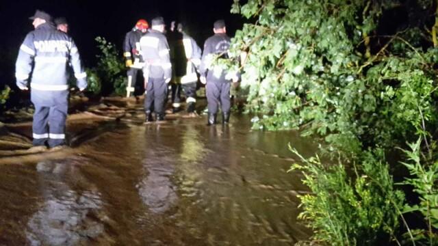 Bilanț după furtunile care au măturat România. 48 de oameni salvați din ape - Imaginea 6