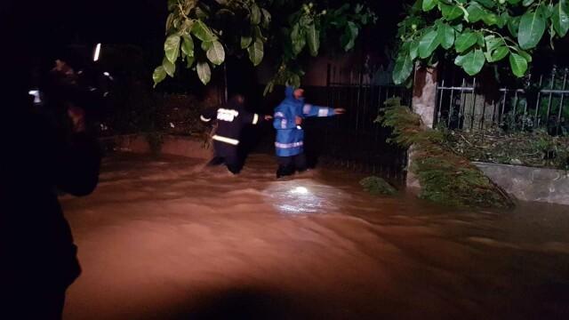 Bilanț după furtunile care au măturat România. 48 de oameni salvați din ape - Imaginea 10