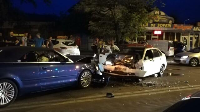 Scandal după un accident în Galați, provocat de un șofer băut. Al doilea șofer, și el băut - Imaginea 2