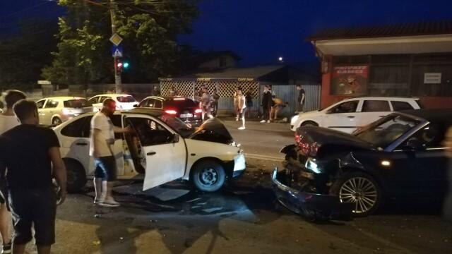 Scandal după un accident în Galați, provocat de un șofer băut. Al doilea șofer, și el băut - Imaginea 3