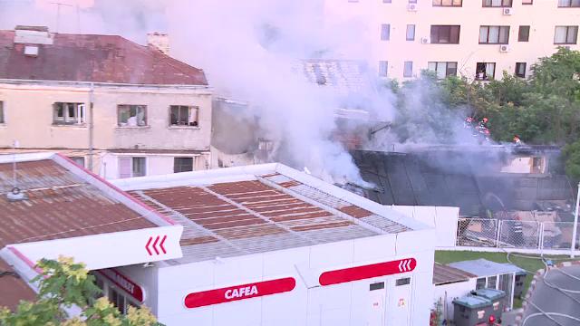 Incendiu în zona Dristor din Capitală, chiar lângă o benzinărie. \