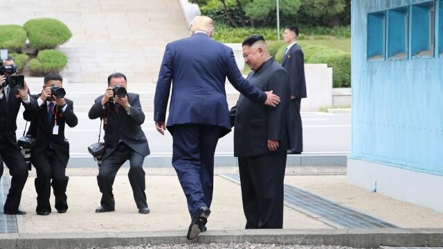 Donald Trump, primul preşedinte SUA care calcă pe pământ nord-coreean
