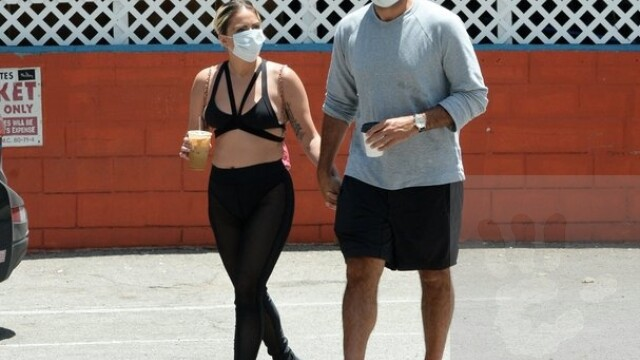 Lady Gaga, surprinsă într-o ținută îndrăzneață la Hollywood, alături de iubitul ei. GALERIE FOTO - Imaginea 4
