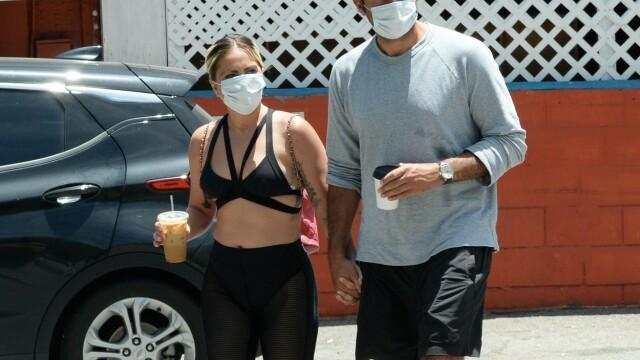Lady Gaga, surprinsă într-o ținută îndrăzneață la Hollywood, alături de iubitul ei. GALERIE FOTO - Imaginea 8