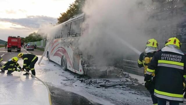 Autocar în care erau 49 de români, mistuit de flăcări pe o autostradă din Austria - Imaginea 1