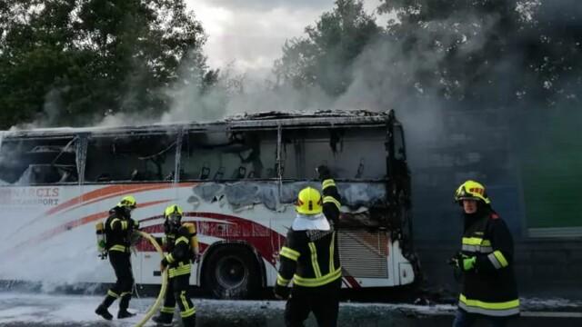 Autocar în care erau 49 de români, mistuit de flăcări pe o autostradă din Austria - Imaginea 2