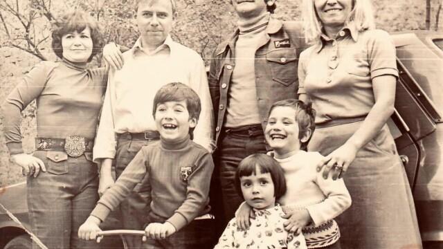 Andreea Esca, Paula Herlo și Rareș Năstase, fotografii și amintiri de colecție din copilărie - Imaginea 1