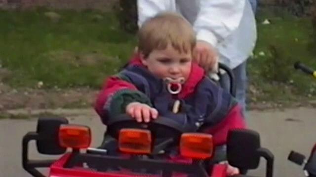 Liam a dispărut în 1996. Cum încearcă polițiștii să îi dea de urmă după 24 de ani