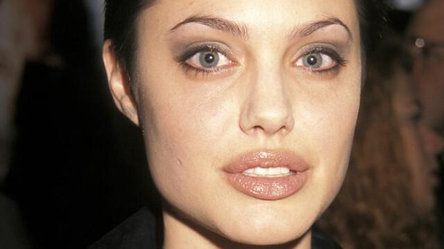 Angelina Jolie, la 45 de ani. Cele mai spectaculoase transformări ale actriței de-a lungul timpului. GALERIE FOTO - Imaginea 6