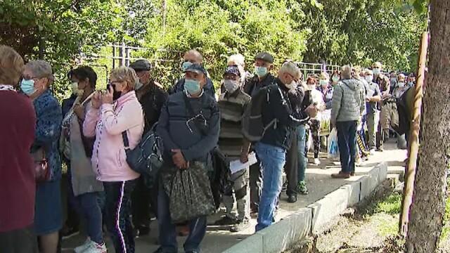 Zeci de bucureșteni au stat la coadă să-și depună dosarele de pensii. Reacția directorului Casei de pensii - Imaginea 1