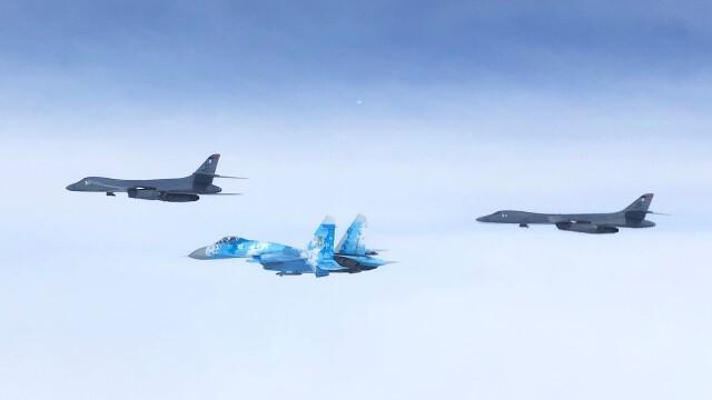 """Bombardiere americane și avioane de vânătoare din România au exersat """"decapitarea"""" flotei Rusiei, în Marea Neagră - Imaginea 1"""
