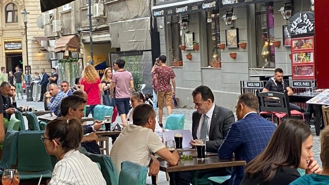 Ludovic Orban, la terasă în Centrul Vechi. Când vor fi anunțate noile măsuri de relaxare - Imaginea 2