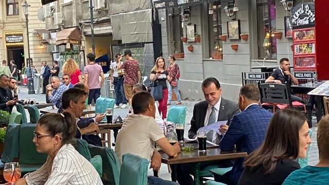 Ludovic Orban, la terasă în Centrul Vechi. Când vor fi anunțate noile măsuri de relaxare - Imaginea 3