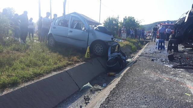 Doi morţi şi 16 răniţi după ce un microbuz şi un autoturism s-au ciocnit în Vrancea - Imaginea 3