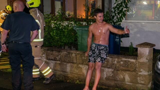 Un român din UK a intrat dezbrăcat într-o clădire în flăcări ca să își salveze vecinul - Imaginea 1