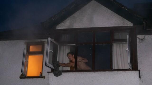 Un român din UK a intrat dezbrăcat într-o clădire în flăcări ca să își salveze vecinul - Imaginea 2