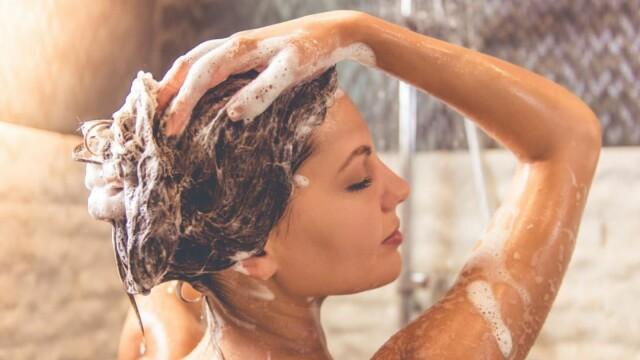 (P) Cum poți să ai un păr și un scalp curate fără să folosești de două ori șamponul