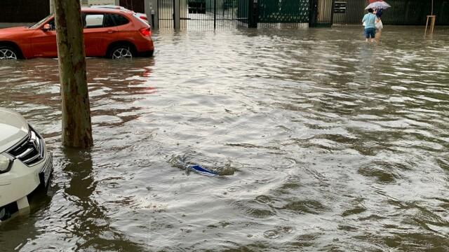 Furtuna a făcut ravagii în București și Ilfov. Pasaje, intersecții și bulevarde, inundate - Imaginea 5
