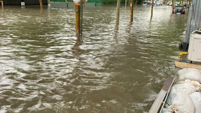 Furtuna a făcut ravagii în București și Ilfov. Pasaje, intersecții și bulevarde, inundate - Imaginea 3