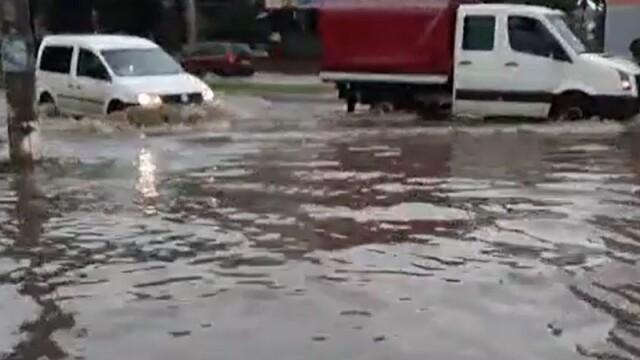România, sub cod portocaliu de ploi torenţiale. Zeci de localități au fost inundate - Imaginea 1