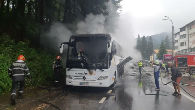 Autocar în flăcări pe DN1, în Azuga. Ce s-a întâmplat cu cei 46 de pasageri - Imaginea 1