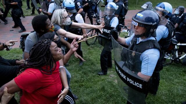 Violențe lângă Casa Albă. Protestatarii au vrut să dărâme statuia președintelui Jackson - Imaginea 1