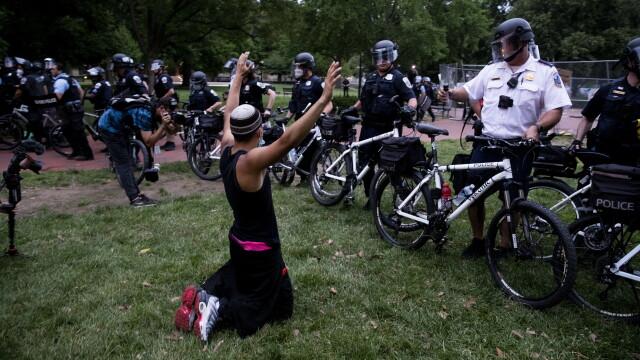Violențe lângă Casa Albă. Protestatarii au vrut să dărâme statuia președintelui Jackson - Imaginea 2