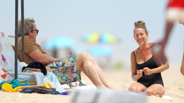 Sarah Jessica Parker, în costum de baie la 55 de ani. Cum arată actrița la 16 ani de la