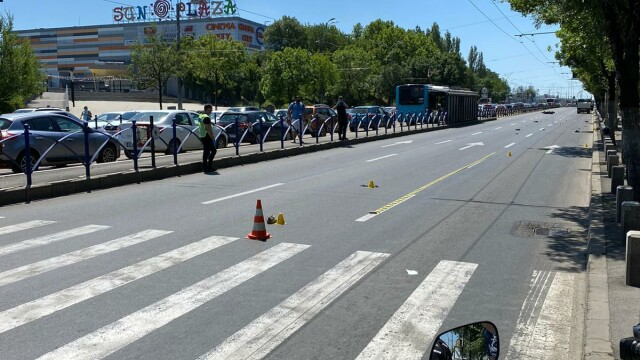 Un copil de 10 ani a murit după ce a fost lovit de un motociclist, în București - Imaginea 1