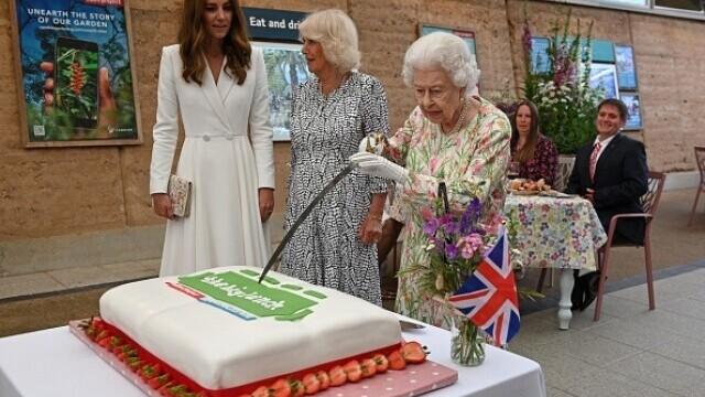 Regina Elisabeta a II-a - 2