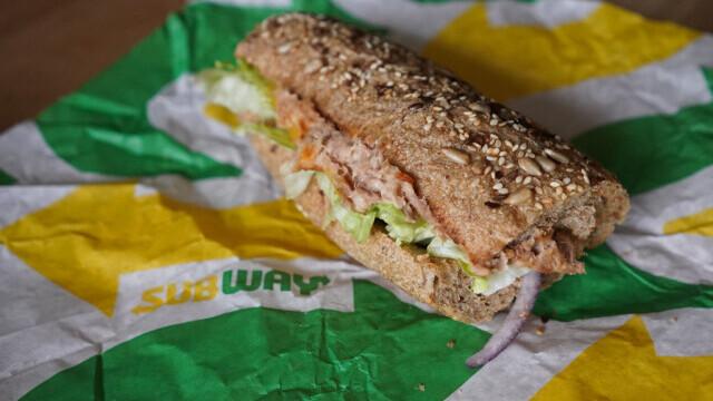Sandviciurile cu ton de la Subway nu conţin ton. Ce au descoperit analizele de laborator
