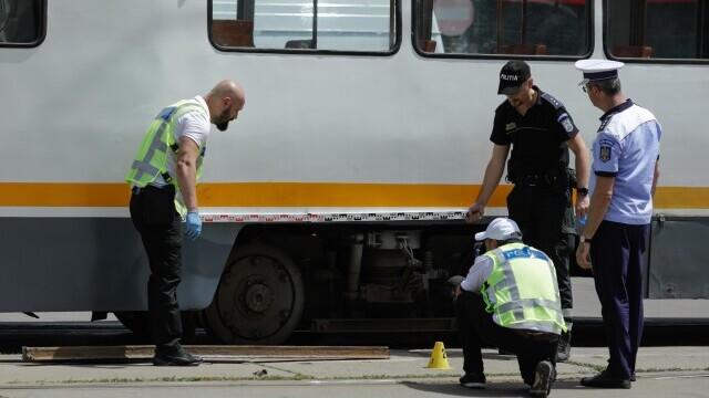 Incident grav în București. O șină s-a desprins, a trecut prin podeaua unui tramvai și a rănit un bărbat - Imaginea 3