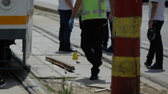 Incident grav în București. O șină s-a desprins, a trecut prin podeaua unui tramvai și a rănit un bărbat - Imaginea 2