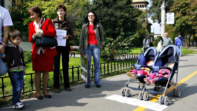 Compensatii substantiale pentru mame daca se intorc mai devreme la serviciu