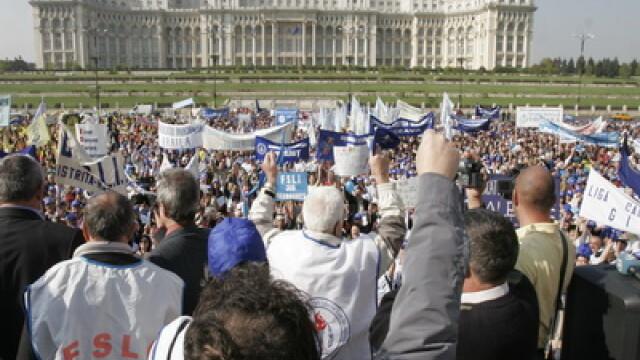Imbranceli, lesinuri, huiduieli. Protest la portile Parlamentului - Imaginea 4
