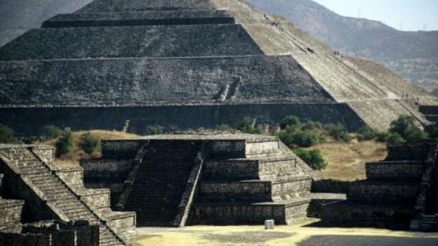 Turistii din Mexic au intampinat echinoctiul in varful Piramidei Soarelui