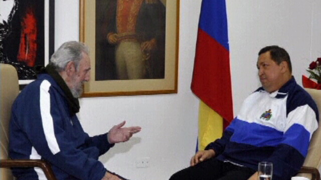 Hugo Chavez face poze cu Fidel Castro, dupa operatia de cancer.