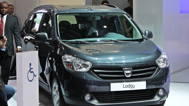 Dacia Lodgy, vedeta targului auto de la Geneva. Poate fi comandata de maine, in Romania. Vezi pret - Imaginea 4