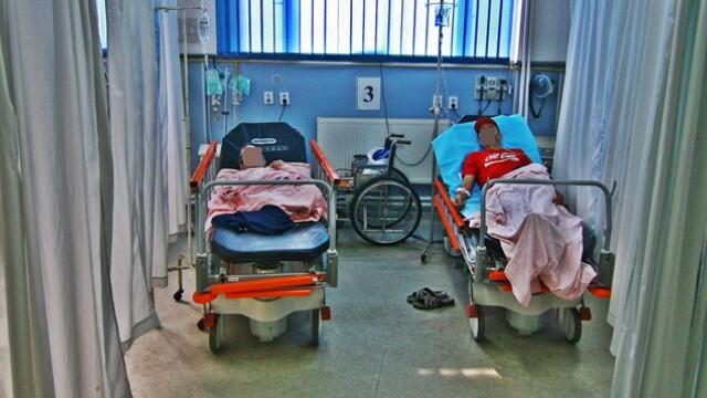 CAMERA ASCUNSA: Medicii alearga dupa spagile de la stat si banii de la privat, iar pacientii sufera